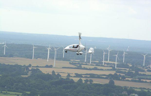 tragschrauber-rundflug-wuerselen-windraeder