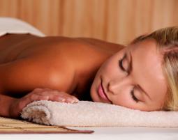 Aromaölmassage Massage mit Klangschalen