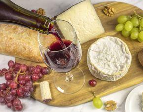 Wein & Käse - Guglhupf Cafe - Koblenz Verkostung von 8 Weinen & 8 Sorten Käse