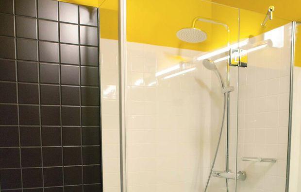 kurztrip-prag-hotel-golf-dusche