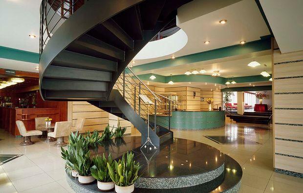 kurztrip-prag-hotel-golf-lobby