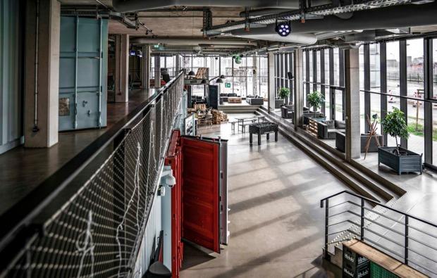 uebernachtung-ueberseecontainer-rostock-unterkunft-lobby
