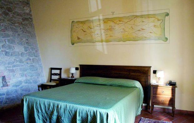 zauberhafte-unterkuenfte-san-venanzo-tr-schlafzimmer