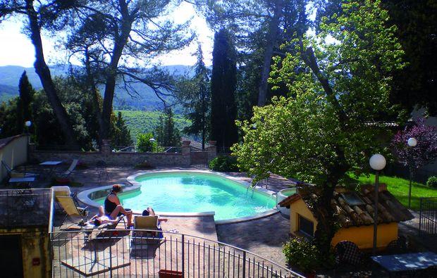 zauberhafte-unterkuenfte-san-venanzo-tr-schwimmbad
