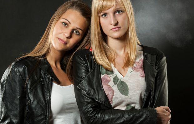 bestfriends-fotoshooting-konstanz-schwarze-lederjacke