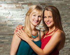 Bestfriends-Fotoshooting bis zu 2 Personen, inkl. Make-Up & 1 Print, ca. 2,5 Stunden