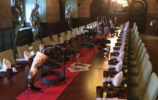 wellness-wochenende-neukirchen-pleisse-tafel
