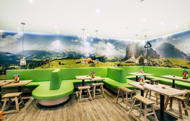 fc-bayern-erlebnisreise-muenchen-fruehstuecksraum