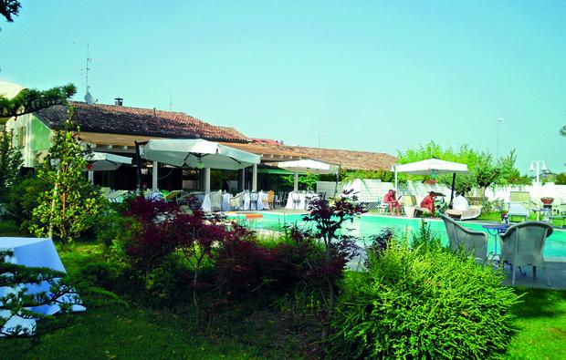 russi-relais-villa-roncuzzi_big_2