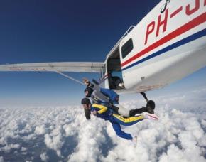 Fallschirm-Tandemsprung - 3.000-4.000 Meter - Winsen (Aller) Sprung aus ca. 3.000-4.000 Metern - ca. 50 Sekunden freier Fall