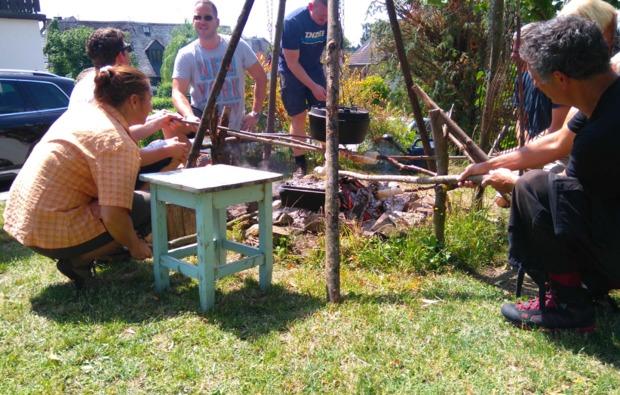 lagerfeuer-kochkurs-kratzenburg-teig-grillen