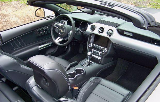 ford-mustang-fahren-karlsruhe-innenausstattung