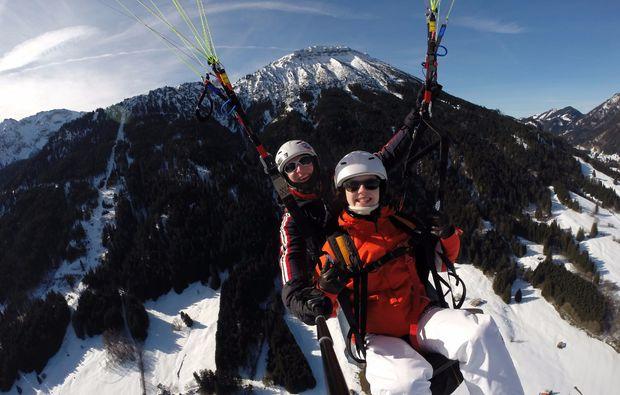 winter-gleitschirm-tandemflug-pfronten-15min-mid-air-4