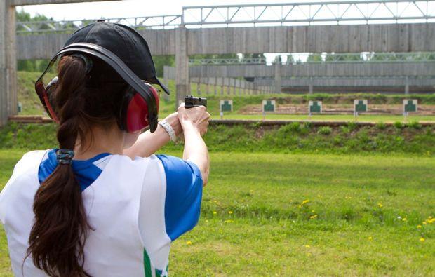 schiesstraining-pistole-koeln-action