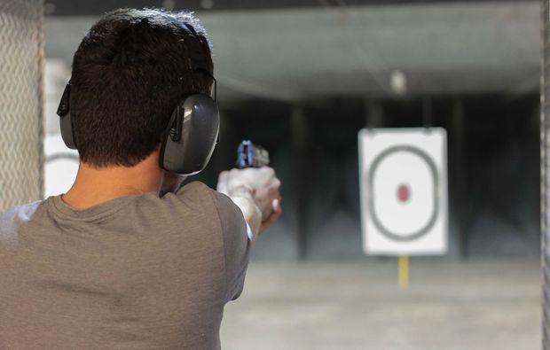 schiesstraining-pistole-koeln-zielen