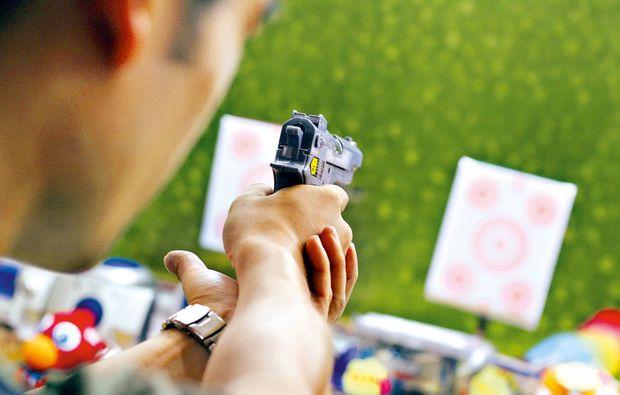 schiesstraining-pistole-koeln-zielscheibe