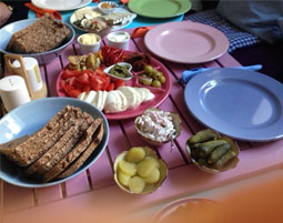 Kleine Köstlichkeiten für Zwei Brotzeit mit Tatort, inkl. 1 Glas Prosecco