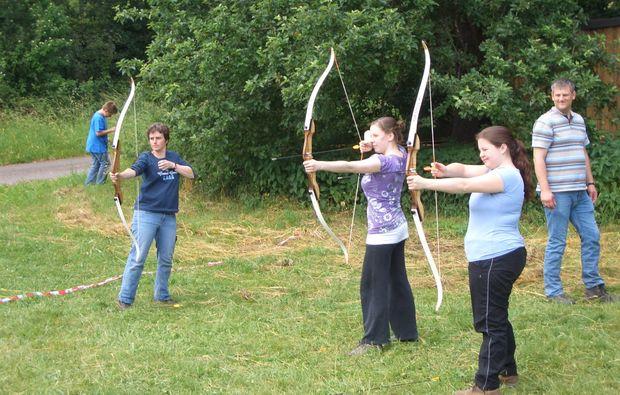 survival-training-schneppenbach-bogenschiessen