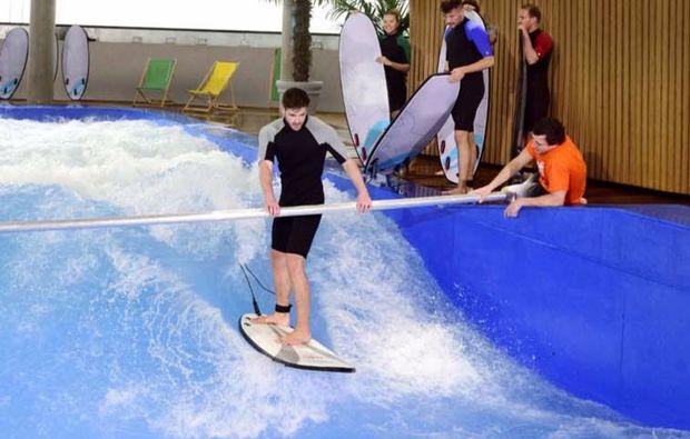 indoor-surfen-fuer-zwei-muenchen-training