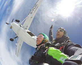 Fallschirm-Tandemsprung - 3.000-4.000 Meter Sprung aus ca. 3.000-4.000 Metern - ca. 30-60 Sekunden freier Fall