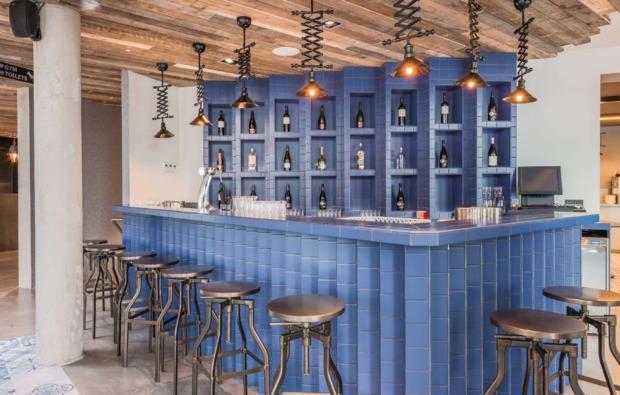 grachtenfahrt-erlebnisreise-amsterdam-bar
