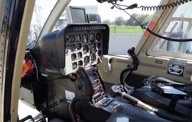 hubschrauber-selber-fliegen-donauwoerth-cockpit