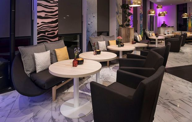 koestlichkeiten-fuer-zwei-hamburg-hotellounge