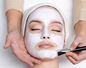 Wellness für Frauen Rückenmassage, Gesichtsbehandlung, Tages Make-up