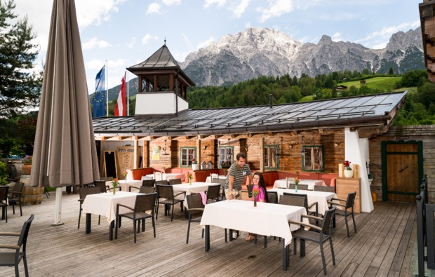 aktivurlaub-leogang-terrasse