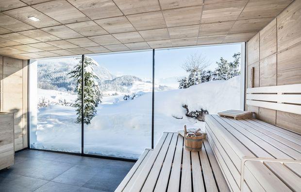 puradies-leogang-badeteich-sauna-bereich