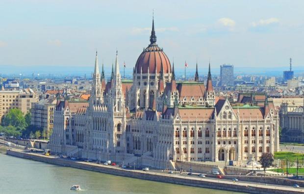 mini-kreuzfahrt-fuer-zwei-wien-budapest-parlament