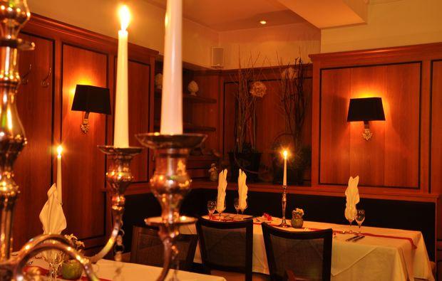 traumtag-fuer-zwei-muenchen-candle-light-dinner-schwige