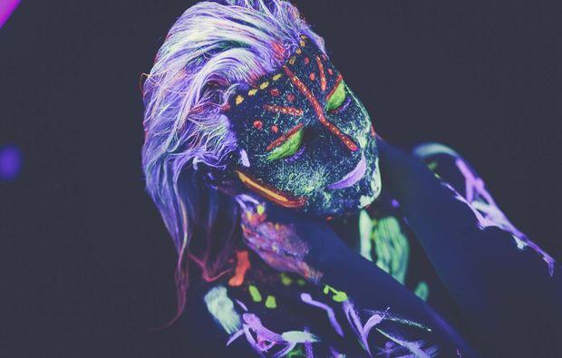 bodypainting-fotoshooting-kassel-neon-kunst
