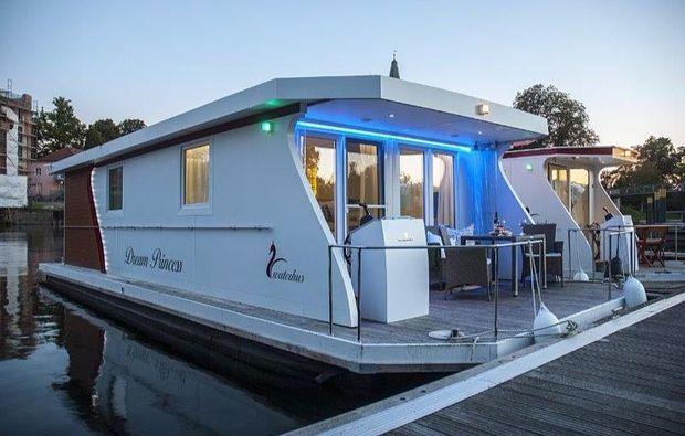 hausboot-uebernachtung-aussergewoehnlich-rathenow