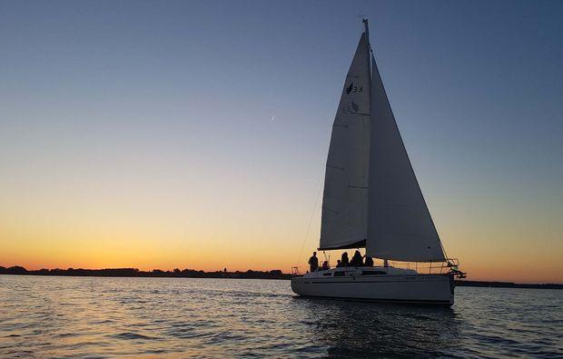 romantischer-segeltoern-chiemsee-sonnenuntergang