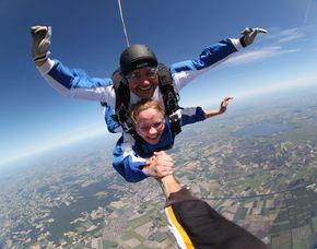 Fallschirm-Tandemsprung - 3.000-4.000 Meter Sprung aus 3.000-4000 Metern Höhe - ca. 25-50 Sekunden freier Fall