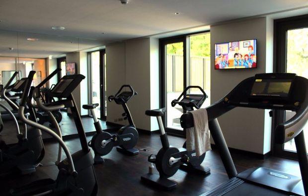 wellnesstag-fuer-zwei-oberursel-fitnessraum