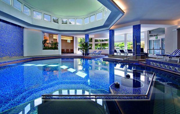 wellnesshotels-montegrotto-terme-nahe-padua-innenpool