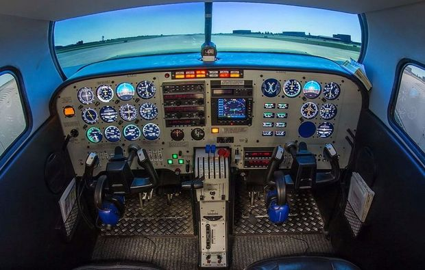piper-seneca-full-flight-simulator-leipzig
