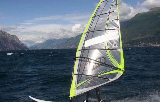 windsurf-kurs-malcesine-wolken