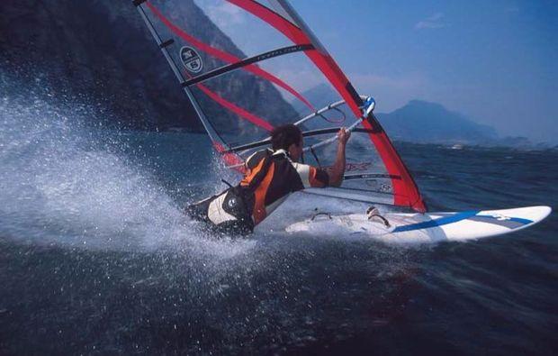 wochenend-kurs-windsurfen-malcesine-gardasee