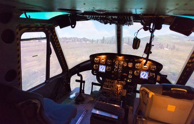 hubschrauber-simulator-bell-uh-1-muenchen-cockpit