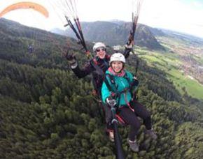 Heiratsantrag in den Wolken - Gleitschirm-Tandemflug für Zwei - 15-20 Minuten Gleitschirm-Tandemflug für Zwei - 15-20 Minuten