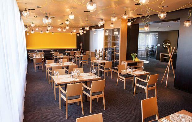 staedtereise-prag-hotel-golf-restaurant