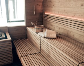 Tagesurlaub im Gletscher Spa Vorarlberg - Hotel Walliserhof - Brand Indoorpool, Kräuterdampfbad, Sauna