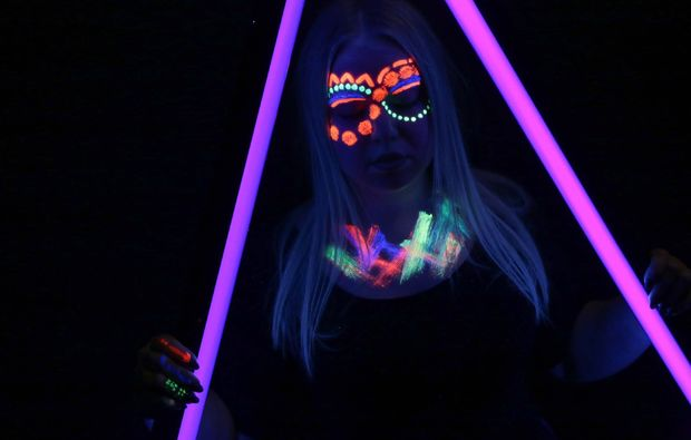 bodypainting-fotoshooting-aschaffenburg-neon-painting
