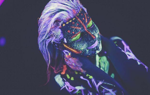 bodypainting-fotoshooting-bremen-neon-kunst