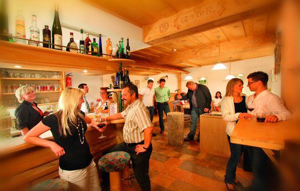 almhuetten-berghotels-tweng-bar
