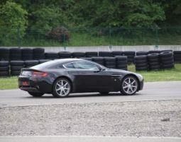 CH_Aston Martin - 3 giri Aston Martin V8 Vantage - 3 Runden - Streckenlänge 5.245 m Meter