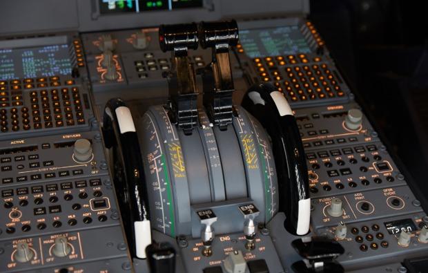 airbus-3d-flugsimulator-berlin-steuer